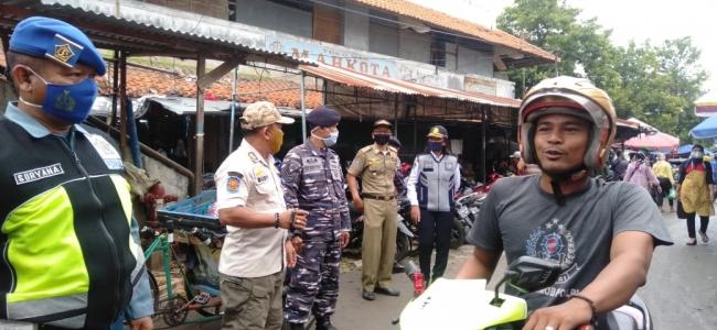 Pengunjung Pasar Pagi Dirazia, Wajib Kenakan Masker