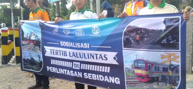 Tingkatkan Keselamatan, PT KAI DAOP 3 Adakan Sosialisasi di Perlintasan Sebidang