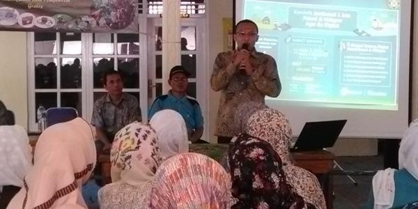 Pengabdian Dosen Kepada Masyarakat, Inginkan Petani Go Online dan Gelar Pengobatan Gratis