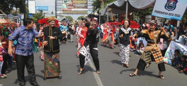 Kesenian Balo - Balo Meriahkan Karnaval Tasik Oktober Festival (TOF)