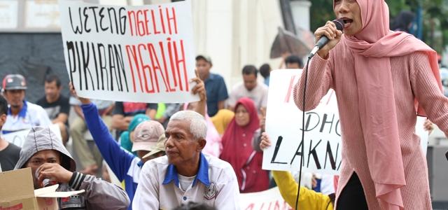 Relokasi Belum Jelas, PKL Taman Poci Demo