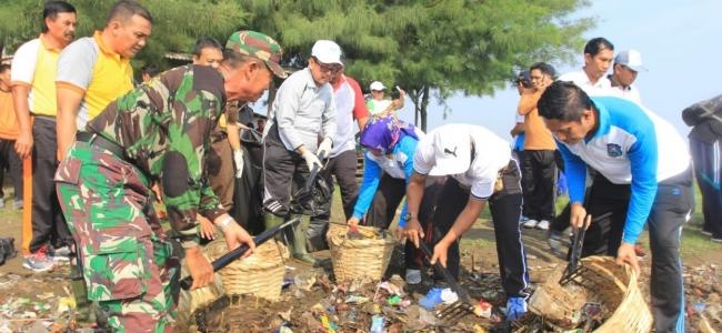 Peringati Hari Peduli Sampah dengan Aksi Bersih Pantai